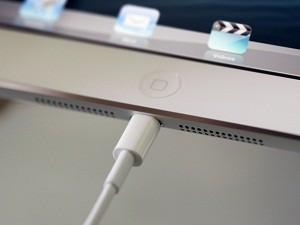 Lightning_Dock_in_iPad_mini
