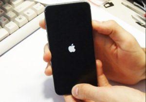 Перезагружается iPhone 8