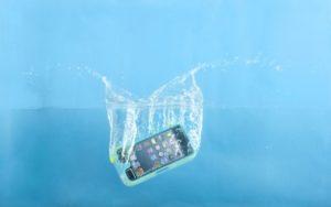Упал в воду iPhone X