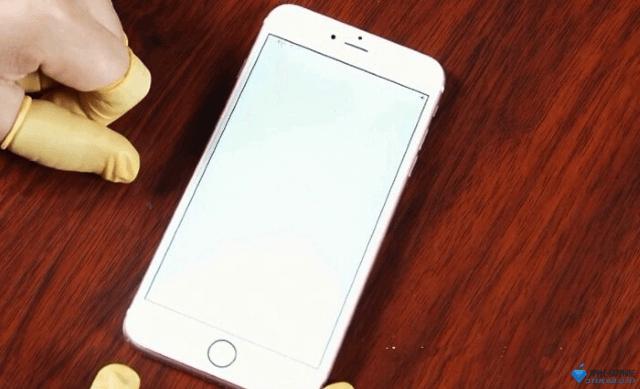 Не работает подсветка iPhone 8