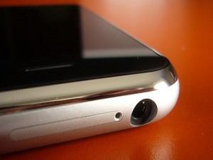 iPhone-jack-close-up-425